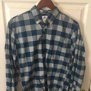 Men's casual or dress button down shirt